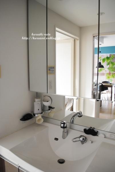 浮かせる収納 * 洗面所の掃除を楽に_b0351624_15453291.jpg