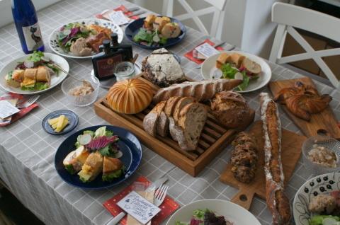 ひと足早いクリスマスはアダチさんのパンを囲んで♪_b0345432_14065603.jpg