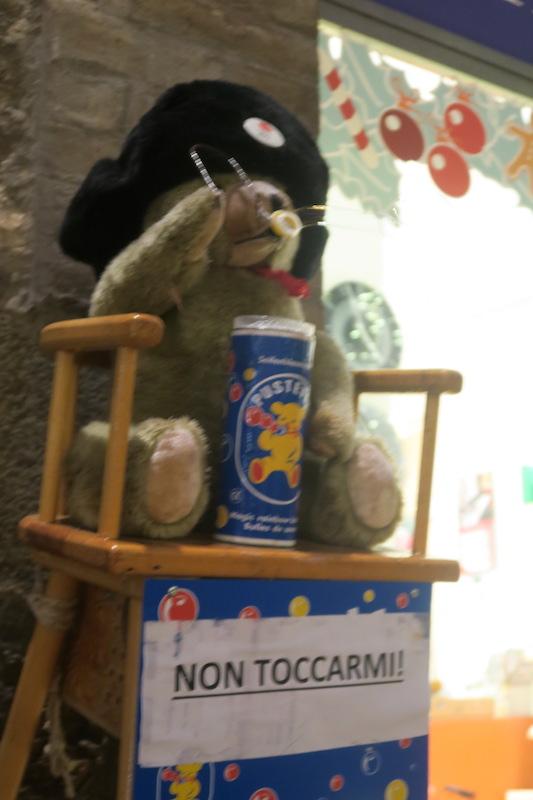 シャボン玉くまさんとコーンのツリー、ペルージャ楽しいクリスマス_f0234936_8243392.jpg