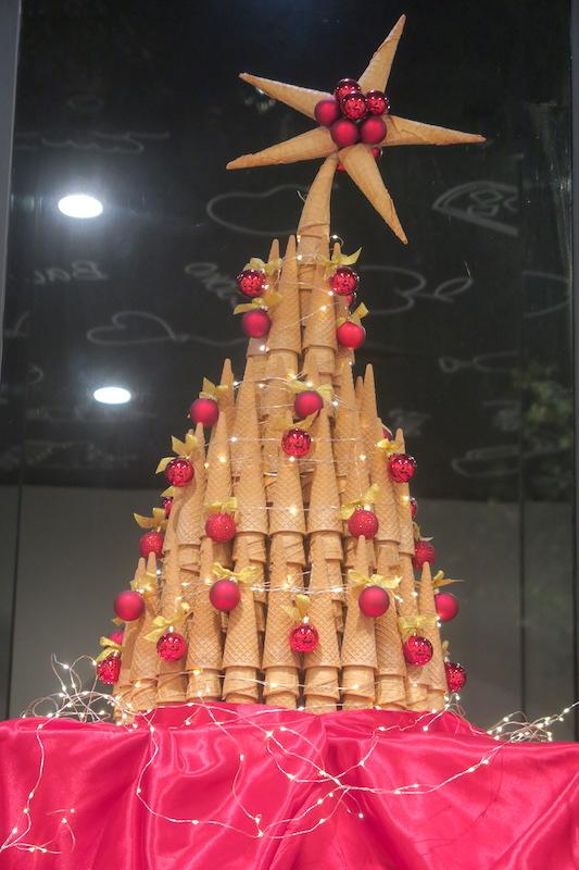 シャボン玉くまさんとコーンのツリー、ペルージャ楽しいクリスマス_f0234936_842133.jpg