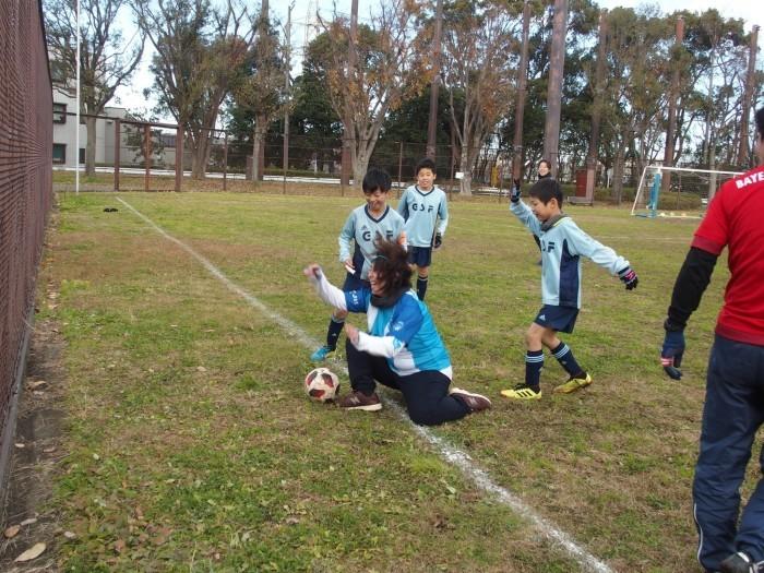 4年生 親子サッカー対決_a0109316_18055353.jpg