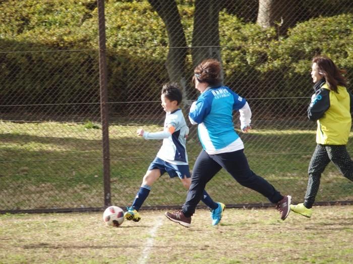 4年生 親子サッカー対決_a0109316_18060809.jpg