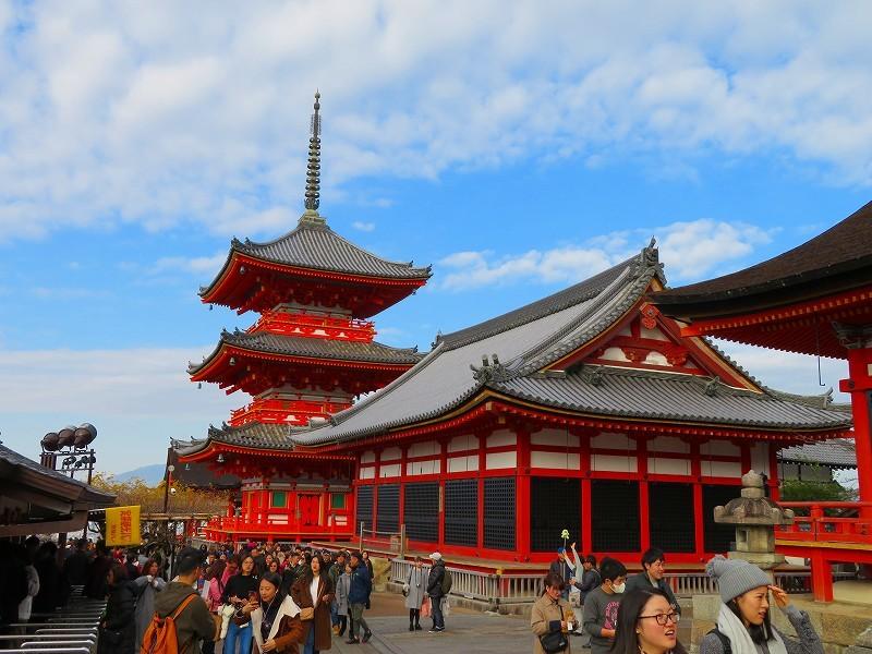 「清水寺」は今日も賑やか0181223_e0237645_21383002.jpg