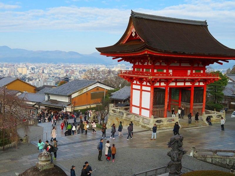 「清水寺」は今日も賑やか0181223_e0237645_21402165.jpg