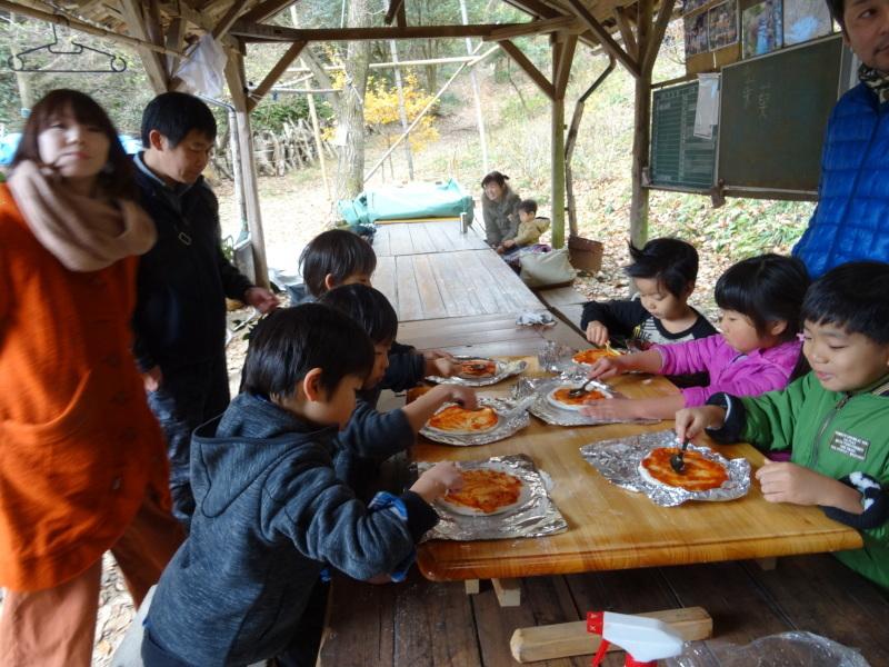 孝子の森で「里山クリスマス」(ピザ職人体験&ケーキつくり)_c0108460_19560786.jpg