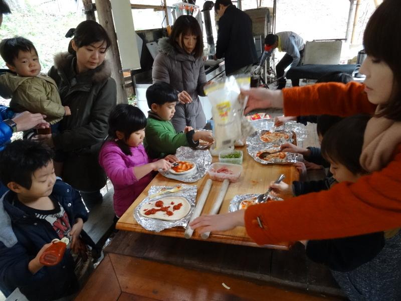 孝子の森で「里山クリスマス」(ピザ職人体験&ケーキつくり)_c0108460_19570663.jpg