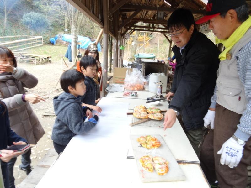 孝子の森で「里山クリスマス」(ピザ職人体験&ケーキつくり)_c0108460_19590481.jpg