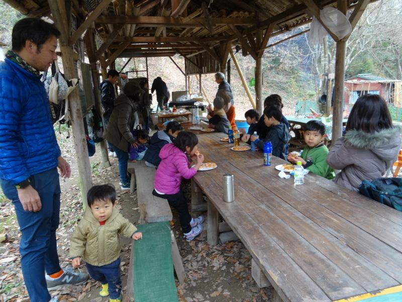孝子の森で「里山クリスマス」(ピザ職人体験&ケーキつくり)_c0108460_19595371.jpg