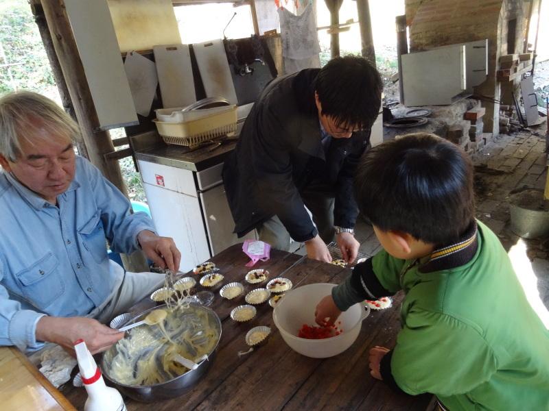 孝子の森で「里山クリスマス」(ピザ職人体験&ケーキつくり)_c0108460_20053181.jpg