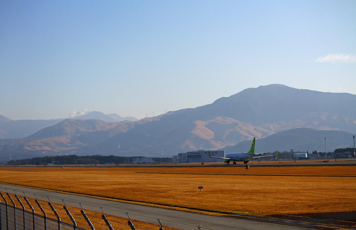 昨日の阿蘇熊本飛行場。_b0044115_09564846.jpg