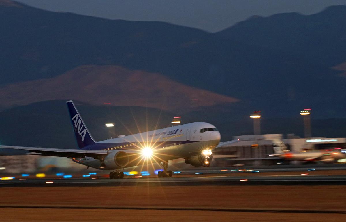 昨日の阿蘇熊本飛行場。_b0044115_09575557.jpg