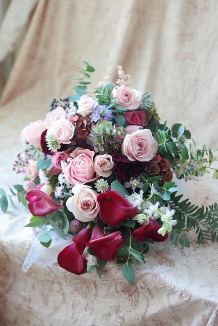 クラッチブーケ アニヴェルセルみなとみらい様へ セピアピンクのバラとワインレッドのカラーで_a0042928_21254177.jpg
