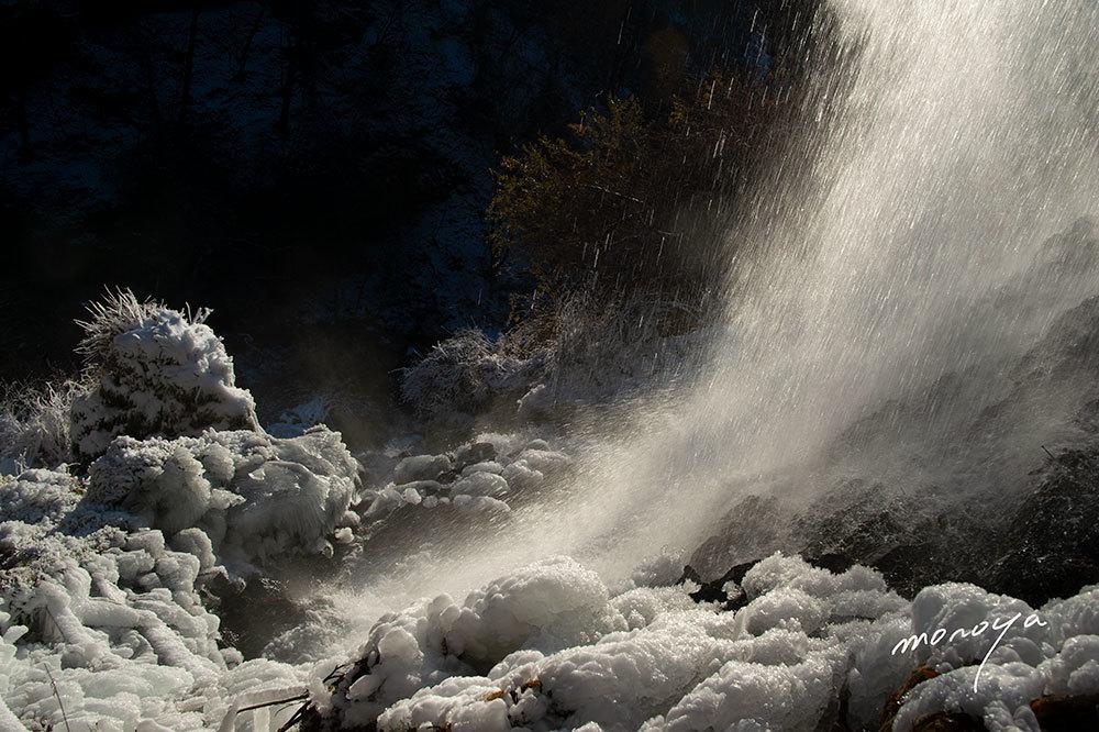 冬の滝_c0085877_05574757.jpg