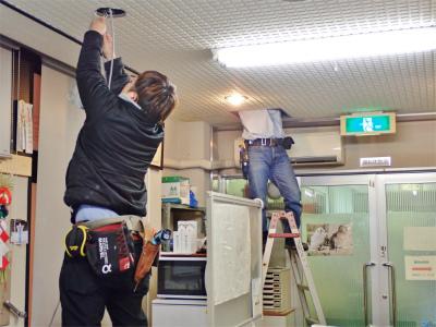 事務室では電源工事が行われました_c0336902_20200788.jpg