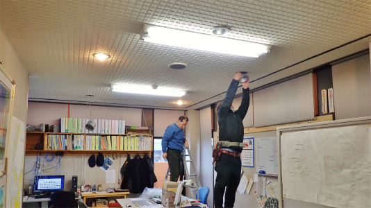 事務室では電源工事が行われました_c0336902_20201404.jpg