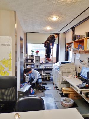 事務室では電源工事が行われました_c0336902_20201928.jpg