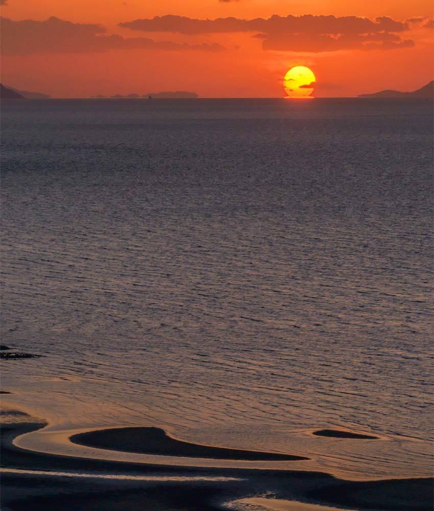 御輿来海岸にだるま夕陽_d0238245_04134055.jpg