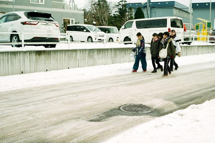 簿雪路面と帰宅の中学生_c0182775_17232929.jpg