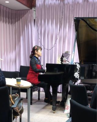 作曲家春畑セロリ先生の「妄想ピアノ部」のクリスマスパーティー_c0106100_08514522.jpg