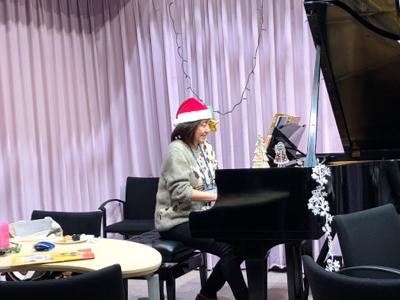 作曲家春畑セロリ先生の「妄想ピアノ部」のクリスマスパーティー_c0106100_09443563.jpg
