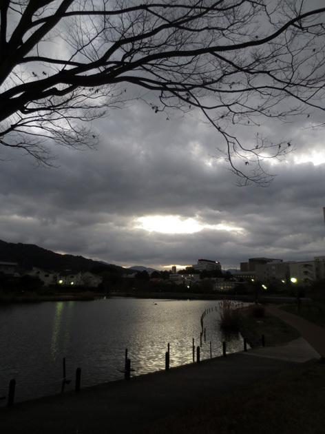 ■日没のど真ん中を――週替わり夕暮れ[12/29-30]_d0190217_22235007.jpg