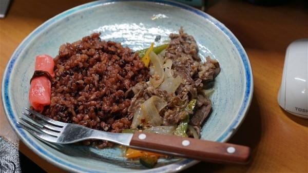 お昼は和牛の野菜炒め_e0166355_14091870.jpg