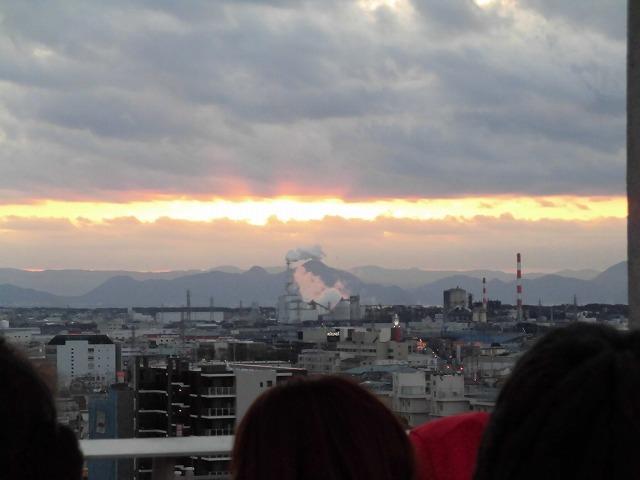 元旦は曇り空から快晴に! 今年の富士市もあやかりたい!in市役所屋上の「富士山ミエルラ」_f0141310_07583730.jpg