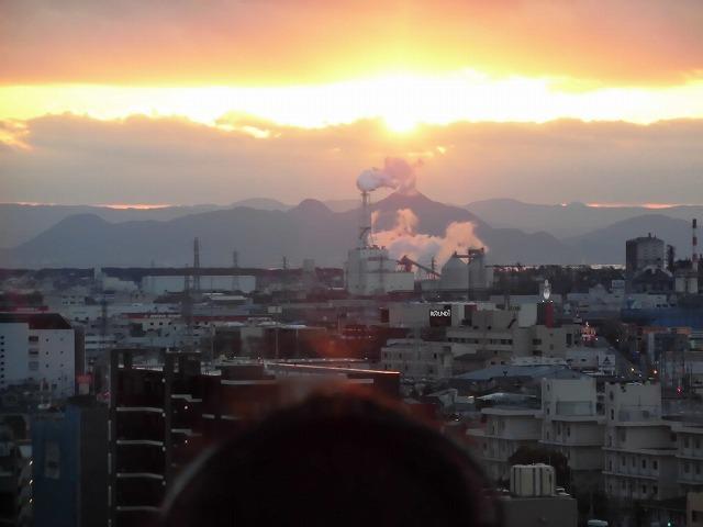 元旦は曇り空から快晴に! 今年の富士市もあやかりたい!in市役所屋上の「富士山ミエルラ」_f0141310_07593370.jpg