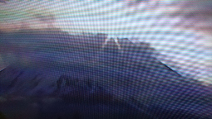 初日の出は、テレビ朝日さん。函館は雪模様_b0106766_9193671.jpg