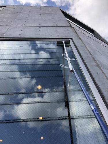 狭小住宅に住んでみた22「こだわりの窓掃除 ~大開口、滑出し・片開き窓編2~」_e0028417_12440878.jpeg
