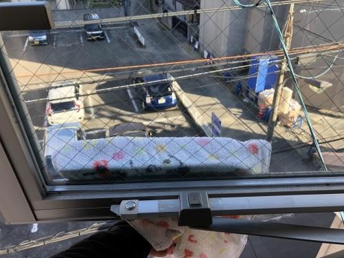 狭小住宅に住んでみた22「こだわりの窓掃除 ~大開口、滑出し・片開き窓編2~」_e0028417_12535450.jpeg