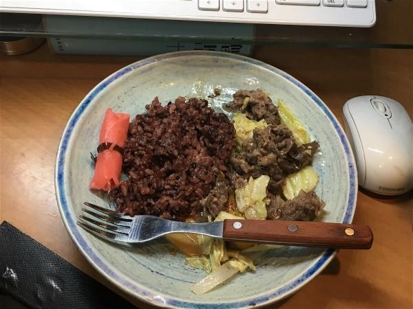 お昼は和牛の野菜炒め_e0166355_11552081.jpg