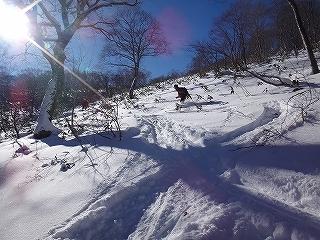 雪不足の大日_e0064783_22014698.jpg
