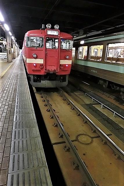 藤田八束の鉄道写真@仲の良い二人に会って嬉しいです。・・・目線で変わる車両の可愛さ、連結部分の可愛さ_d0181492_23125829.jpg