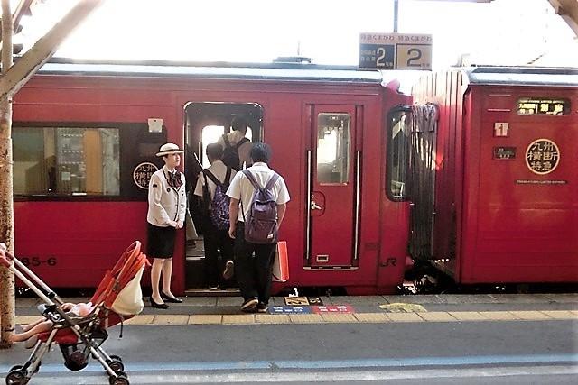 藤田八束の鉄道写真@仲の良い二人に会って嬉しいです。・・・目線で変わる車両の可愛さ、連結部分の可愛さ_d0181492_23130707.jpg