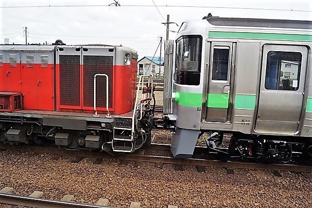 藤田八束の鉄道写真@仲の良い二人に会って嬉しいです。・・・目線で変わる車両の可愛さ、連結部分の可愛さ_d0181492_23132697.jpg