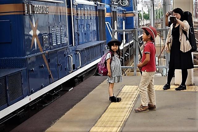 藤田八束の鉄道写真@仲の良い二人に会って嬉しいです。・・・目線で変わる車両の可愛さ、連結部分の可愛さ_d0181492_23141338.jpg