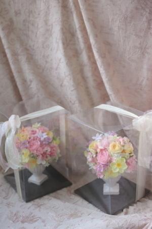 ご両親贈呈用のプリザーブドフラワーギフト 白の陶器で 広島へ_a0042928_20003601.jpg
