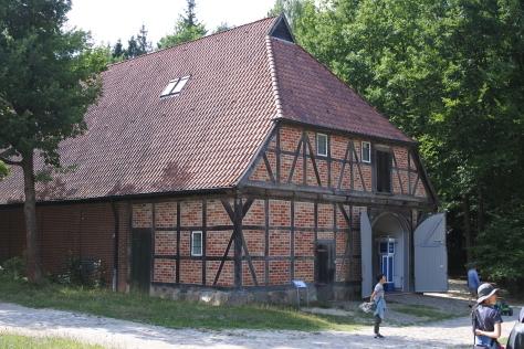 ヨーロッパの木造建築のナナメ材_a0157159_11474763.jpg