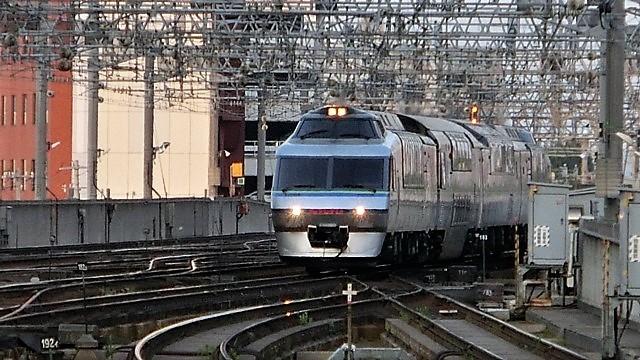 藤田八束の鉄道写真@新幹線はビジネスに、特急在来線は観光にもっと多様化を考えて欲しい・・・新幹線が駅を寂しくする_d0181492_23515386.jpg