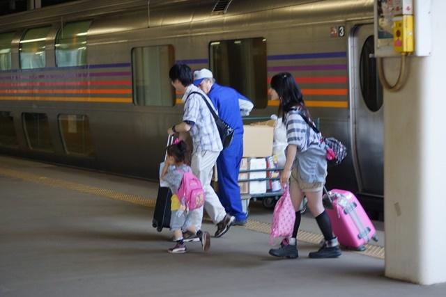 藤田八束の鉄道写真@新幹線はビジネスに、特急在来線は観光にもっと多様化を考えて欲しい・・・新幹線が駅を寂しくする_d0181492_23582469.jpg