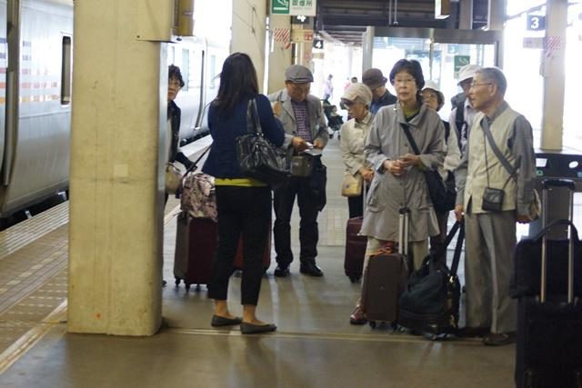 藤田八束の鉄道写真@新幹線はビジネスに、特急在来線は観光にもっと多様化を考えて欲しい・・・新幹線が駅を寂しくする_d0181492_23583251.jpg