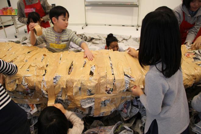 ワークショップ[開運‼新聞紙とガムテープで宝船]を開催しました_c0222139_17272723.jpg