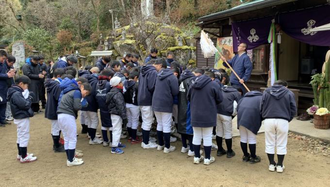 あけましておめでとうございます!!初詣に行きました。(小学部)_f0209300_10320729.jpg