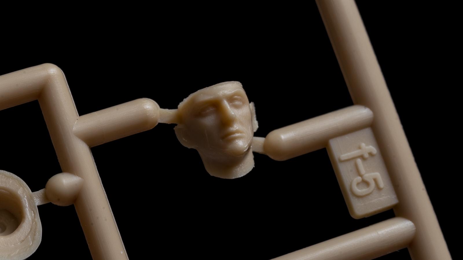 人間のプラモを組んで現実から逃れる_b0029315_23532452.jpg