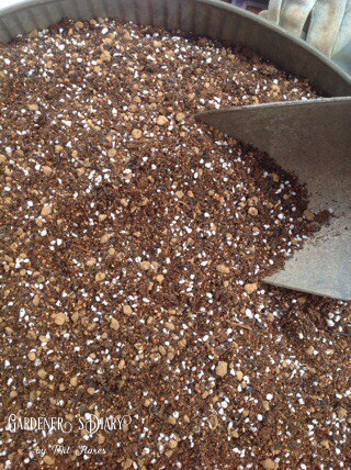 Potting soil recipe for hanging flower basket._e0365614_20313786.jpg