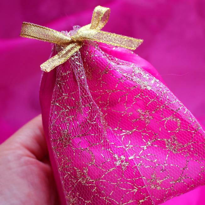 ハーブ・ジンジャ―・木の実の「香り袋」_a0329820_12445255.jpg