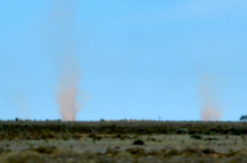 紅塵の竜巻_f0155522_04461815.jpg