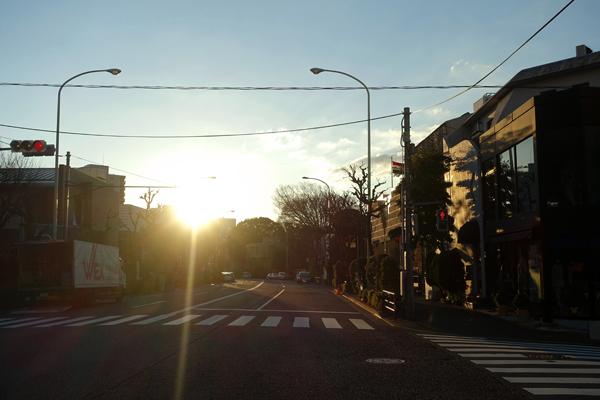 この街の早朝がとても好きだ。 : PASSAGE