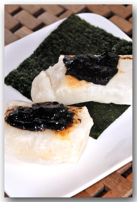 メシ通『魚介を使った簡単レシピ』 ☆ お餅を焼いたらコレのっけてみて!_d0069838_08071406.jpg